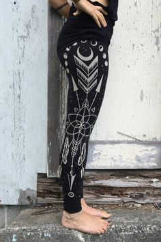 black printed cotton yoga leggings sacred geometry arrow huntress, wiccan Goddess tights, moonphases, printed yoga tights, tribal, alchemy  ☆☆☆  These beauties are handdrawn by me and then screenprinted by Erin. Its designed for the Goddess in you, to make you feel strong and connected everyday new. ☆☆☆  DESIGN: - Inspired by the moon, nature and its mysteries - The combination of elements reflects my believe that we are all one! - Every part of it is handdrawn  ☆☆☆  GARMENT: - Ethically…