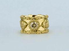3400 Euro Zware 18k gouden ring uit de Falcon serie, aan iedere kant van de ring zit een natuurgetrouwe valk met een huif op de kop. Aan de randen is een bloem en blad motief aangebracht passend bij het thema.
