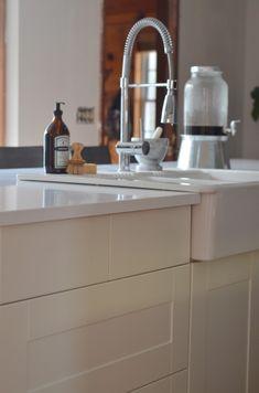 white quartz counter and sink