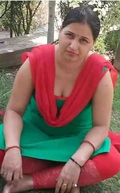 Indian Natural Beauty, Aunty In Saree, Beautiful Women Over 40, Photography Poses Women, Beauty Women, Girls Dresses, Mini Skirts, Actresses, Sexy