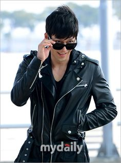 Hyun Bin Airport Fashion How hot can a guy look at the airport?