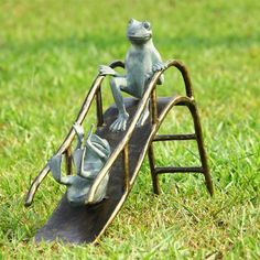 SPI Garden Collection Sliding Frogs Garden Sculpture – ArtsiHome