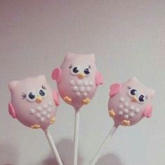 Owl cake pops Smolen would love these adorable pink owl cupcakes! Cakepops, Cute Cakes, Yummy Cakes, Owl Cake Pops, Paletas Chocolate, Cake Pop Designs, Owl Cakes, Ladybug Cakes, Cupcakes Decorados