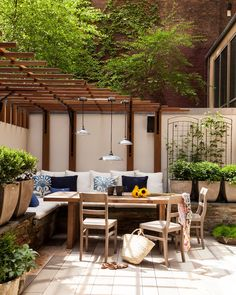 Pergola Over Built In Sofa - Transitional - Deck/patio Outdoor Rooms, Outdoor Dining, Outdoor Decor, Outdoor Daybed, Outdoor Ideas, Outdoor Furniture, Pergola Patio, Pergola Plans, White Pergola