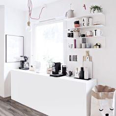 Ikea Regal. schwarz-weiß & ein bißchen Pastell. via Only Deco Love