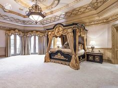 Enhance your bedroom by combining silver and gold accent for a modern look. Here, you can find silver gold bedroom ideas for an extraordinary impression. Luxury Bedroom Design, Master Bedroom Design, Bedroom Designs, Bedroom Ideas, Master Bedrooms, Master Suite, Home Design, Interior Design, Gold Bedroom