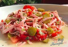 Studený salámový salát na kyselo | NejRecept.cz Indian Snacks, Yummy Appetizers, Food Videos, Ham, Sushi, Cabbage, Salads, Food And Drink, Vegetables