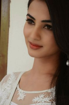 Sonal Chauhan Latest Stills http://www.godownloads.in/celebrity/42432-sonal-chauhan-latest-stills.html