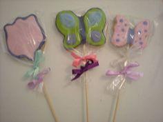 Biscoito Grande no palito, em forma de borboletas, flores, tulipas.... Fazemos nas cores que vc preferir! Ficam muito delicadas na decoraçao da festa! Otimas para os centros de mesa e como lembracinhas após a festa! R$ 5,00