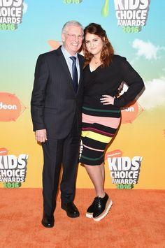 Pin for Later: Seht die 15 besten Fotos der Kids' Choice Awards Meghan Trainor brachte ihren Vater mit auf den roten Teppich