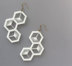 3D Printed Honeycomb Bee Cluster in WHITE PLA by FISH3Ddesigns