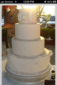 wedding cake idea 2 like this cake if this is your choice for sister