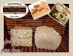 Jabón corporal exfoliante, nutre, controla el acné y favorece el rejuvenecimiento celular de la piel.