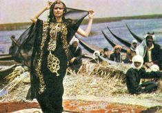 "mideastcuts: "" Marsh Arabs in Southern Iraq, Credit photo not found. Iraqi Women, Arabian Beauty Women, Arab Swag, Baghdad Iraq, Arab Fashion, Ethnic Fashion, Turkish Beauty, World Photography, Powerful Women"