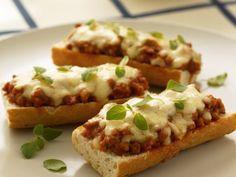 Zapečené boloňské toasty - Recepty na každý den Fast Dinners, Russian Recipes, Baked Potato, Hamburger, Sandwiches, Toast, Pizza, Bread, Cooking