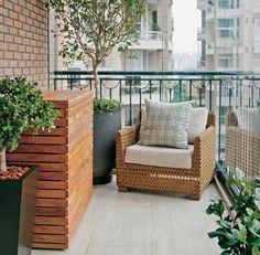 Plataforma de madera para ocultar el aire acondicionado