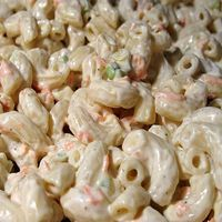 Make our KFC Macaroni Salad Recipe at home for your next outdoor party. With our Secret Restaurant Recipe your Macaroni Salad will taste just like KFC's. Hawaiian Macaroni Salad, Macaroni Salads, Hawaiian Salad, Macaroni Pasta, Creamy Macaroni Salad, Best Macaroni Salad, Chicken Macaroni Salad Filipino, Veggies, Al Dente
