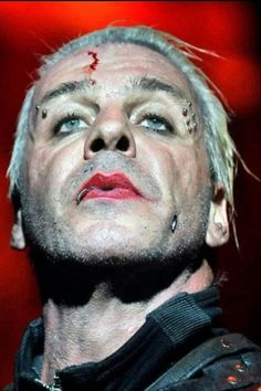 Till Lindemann looking glam and trashy in the best possible way.