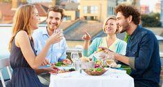 Webs como VizEat o VoulezVousDiner permiten a particulares organizar cenas y comidas en su casa e invitar a desconocidos.