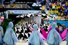 Artistas participam do show de abertura da Copa do Mundo.  Foto: Danilo Verpa/Folhapress