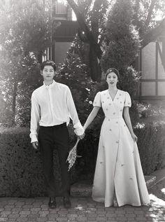 Song Joong Ki And Song Hye Kyo's Gorgeous Wedding Photos .- Song Joong Ki and Song Hye Kyo's Gorgeous Wedding Photos Published! Pre Wedding Poses, Pre Wedding Photoshoot, Wedding Songs, Wedding Shoot, Wedding Dress, Wedding 2017, Song Hye Kyo, Songsong Couple, Couple Posing