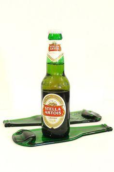 Artesanato com Garrafa de Vidro: 80 Dicas e Fotos Lindas! Cutting Glass Bottles, Glass Bottle Crafts, Kombucha, Recycled Wine Corks, Recycling, Stella Artois, Lager Beer, Beer Bottle, Show