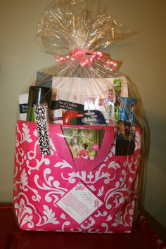 I made a Wedding day emergency kit using a Thirty-One Thermal Tote and a Thirty-One emery Board.