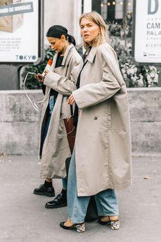 Oversized Trench Coats Street Style - Fall Trends 2019 Source by fiercelyfat fashion street style Trench Coat Outfit, Trench Coat Style, Burberry Trench Coat, Looks Style, Street Style Looks, Daily Fashion, Style Fashion, Fashion Top, Punk Fashion