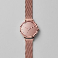 Our newest Anita features a polished glass mirror dial with etched indexes. Subtle and elegant, the monochromatic aesthetic of the dial is accented with a soft pop of color on the second hand.