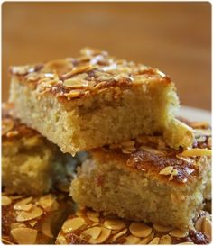 Gâteau moelleux aux amandes et au miel Sweet Recipes, Cake Recipes, Dessert Recipes, Food Cakes, Dessert Bars, Portuguese Recipes, Portuguese Food, No Cook Meals, Muffins