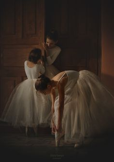 Raindrops and Roses Photographie Portrait Inspiration, Princess Aesthetic, Ballet Photography, Royal Ballet, Ballet Beautiful, Ballet Dancers, Mode Outfits, Aesthetic Pictures, Ballerina