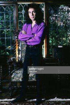 Ronnie James Dio was cool Holy Diver, James Dio, Rock Legends, Black Sabbath, Classic Rock, Heavy Metal, Editorial Fashion, Punk, Rainbow