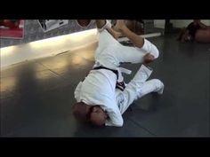 How to Transition from Half Guard to Closed Guard Kung Fu Techniques, Jiu Jitsu Techniques, Jiu Jitsu Videos, Jiu Jitsu Training, Marshal Arts, Wooden Dummy, Martial Artist, Workout Accessories, Brazilian Jiu Jitsu