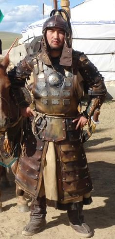 Mongolian armour replica Leather with mettal applications Sca Armor, Medieval Armor, Medieval Fantasy, Armadura Medieval, Mongolia, Larp, Ancient Armor, Leather Armor, Fantasy Armor