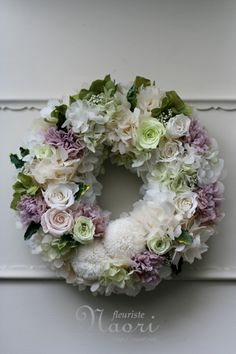 Another lovely delicate romantic wreath. Deco Floral, Arte Floral, Floral Design, Wreath Crafts, Diy Wreath, Corona Floral, Wreaths And Garlands, Summer Wreath, Spring Wreaths
