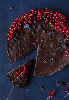If you are a health nut but you love chocolate you should give this decadent Vegan chocolate cake with red currant layer a go! Currant Cake Recipe, Currant Recipes, Raw Desserts, Healthy Dessert Recipes, Healthy Foods, Vegan Recipes, Red Current Recipes, Vegan Chocolate, Chocolate Cake