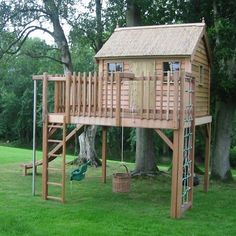 Children's Playhouses - Our Pick of the Best - Baumhaus/Spielhaus - Balcony Backyard Fort, Backyard Playhouse, Build A Playhouse, Backyard Playground, Backyard For Kids, Playhouse Ideas, Cozy Backyard, Garden Kids, Outdoor Playhouses