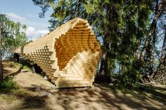 Y, une installation en bois sous forme de pixel par & 'Architects et la Finnish National Gallery