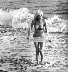 Le 13 juillet 1962, dernier jour de la séance photos de Marilyn Monroe avec le photographe George Barris, sur la plage Will Rogers...