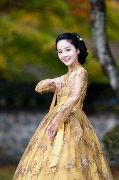 lovely song so hee - korean national treasure I have heard her sing. She is amazing.