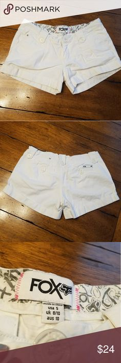 """White FOX Shorts White Fox Shorts. Juniors 5. 32"""" waist 9.5"""" length 3"""" inseam. EUC. No flaws. I'm a top rated suggested user and love to give great deals. If you have any questions about my items don't hesitate to ask. Xoxo Ansley Fox Shorts"""