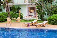 Junior Swim-Up Suite: Enjoy direct access to the pool. A private furnished terrace has its very own hammock. Perfect for afternoon siestas. King bed.