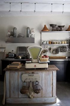 Shabby Chic Homes Old Kitchen, Rustic Kitchen, Country Kitchen, Kitchen Decor, French Kitchen, Vintage Kitchen, Kitchen Island, Country Modern Home, Country Style
