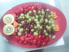Fruit Plate Strawberry 17 New Ideas Fruit And Veg, Fruits And Veggies, Owl Snacks, Fruit Plate, Fruit Trays, Rainbow Fruit Kabobs, Owl Food, Easy Tart Recipes, Dressing For Fruit Salad