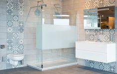 Badkamer Tegels Combineren : Tegels combineren in de badkamer: mat en glans tegels pinterest