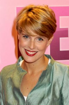 Tania LLasera Short Hairstyles For Women, Hairstyles Haircuts, Cool Hairstyles, Long To Short Hair, Short Hair Cuts, Short Haircut Styles, Long Hair Styles, Look 2018, Hair Creations