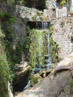 Village Makrinitsa in Mount Pelion, Greece Ancient Greek Theatre, Ancient Ruins, Thessaloniki, Wonderful Places, Beautiful Landscapes, Greece, National Parks, Greek, State Parks
