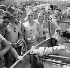 General Montgomery stops his car to talk to Royal Engineers working on a road near Catania, 2 August 1943 Bernard Montgomery, Royal Engineers, Field Marshal, Global Conflict, History Photos, British Army, Military History, World War Two, Troops