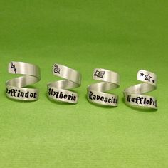 Harry Potter Inspired - Gryffindor, Slytherin, Ravenclaw, or Hufflepuff - Choose ONE Hand Stamped Aluminum Wrap Ring Anillo Harry Potter, Bijoux Harry Potter, Cadeau Harry Potter, Harry Potter Ring, Harry Potter Style, Harry Potter Outfits, Harry Potter Fandom, Cute Jewelry, Jewlery