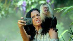 Katy curte fazer uma #selfie...